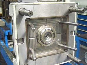 Fixed mould half with sprue bushing and base plate (Photo: Winkelmann Powertrain Components)