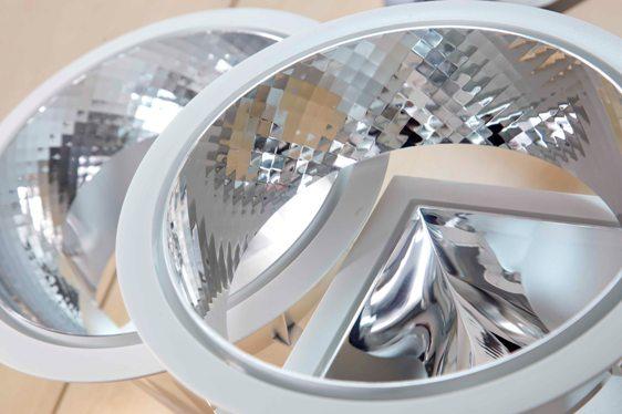 PVD metallized plastic reflectors