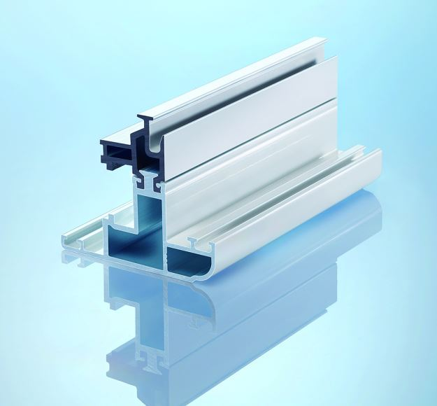 Painted assembled profile with insulbar ESP thermal insulating bar: Where insulating profiles are visible, a perfect paintwork finish is particularly important.