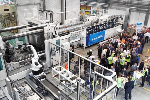 Commissioning of the MXH 3200 – 101.000/101.000 from KraussMaffei, the largest injection molding machine in Switzerland, at GF Piping Systems (source: KraussMaffei)