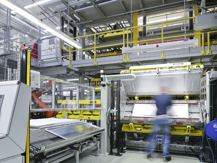 The new production line for refrigerators and freezers from the BSH Hausgeräte GmbH in Giengen (source: Hennecke)