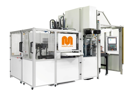 The Maplan MTF400/250editionS machine with dual hydraulic drives featuring Cool-Drive technology with servo actuators forms the centrepiece of an integrated, fully automated production cell (source: Maplan)