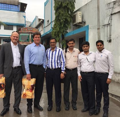 Multi-million deal officially sealed between the Indian Shrinath Rotopack Pvt. Ltd. and Reifenhauser Blown Film GmbH in Hyderabad, India (from left to right): Kurt Freye, Ulrich Reifenhauser, Naresh Rathi (Shrinath Rotopack), Rajkishore T.D. (Reifenhauser India), Manish Rathi (Shrinath Rotopack), Bharath Yalla (Reifenhauser India).