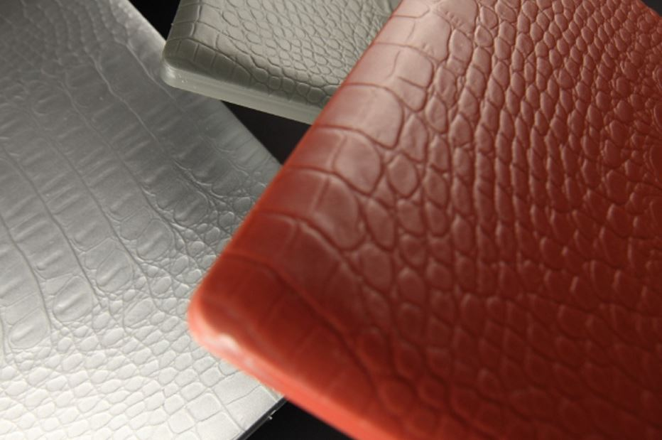 Leather coated by RIM process